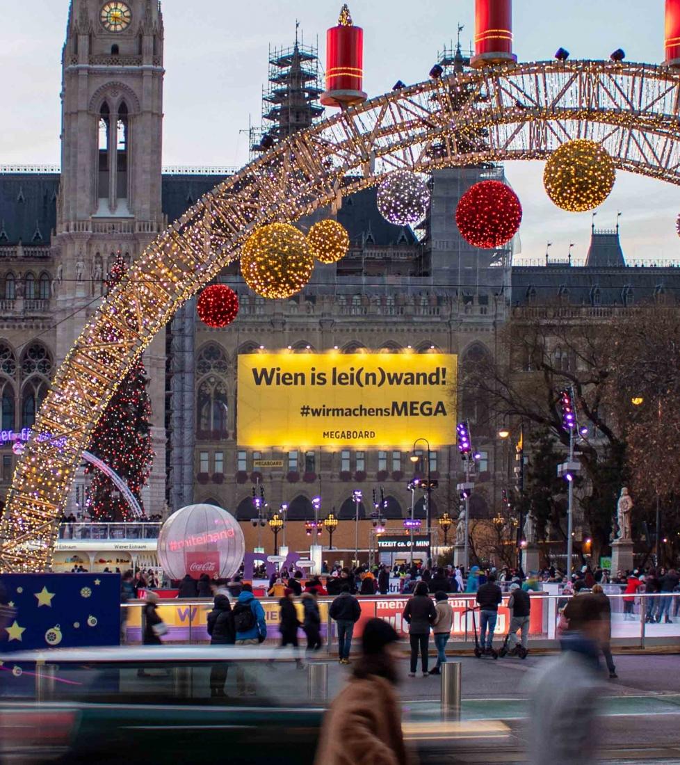 Wir machen's MEGA Eigenwerbung Rathaus Wien MEGAgerüst