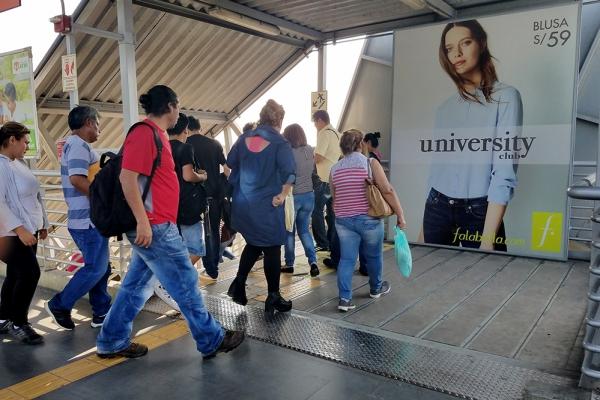 falabella publicidad metro jcdecaux