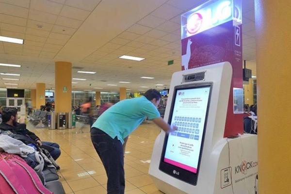 LG publicidad aeropuerto jcdecaux
