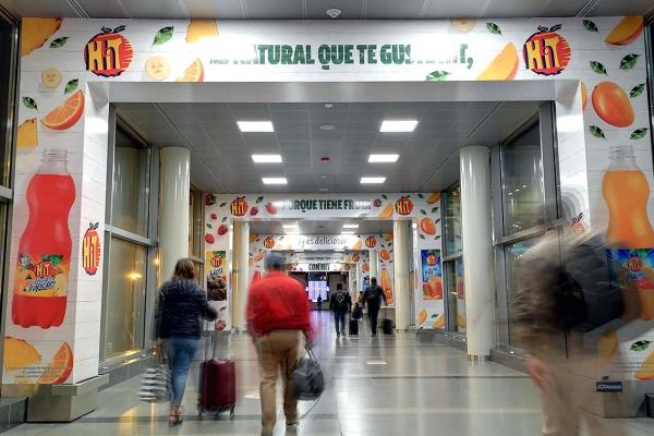 publicidad aeropuerto el dorado arcos