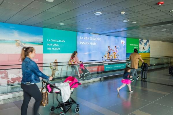 aeropuerto el dorado llegadas internacionales lighbox strip