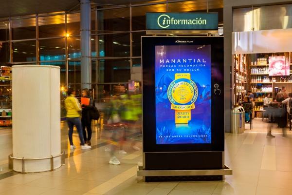 Circuito Informativo con Pantallas Digitales e Interactivas en el Aeropuerto El Dorado de Bogotá