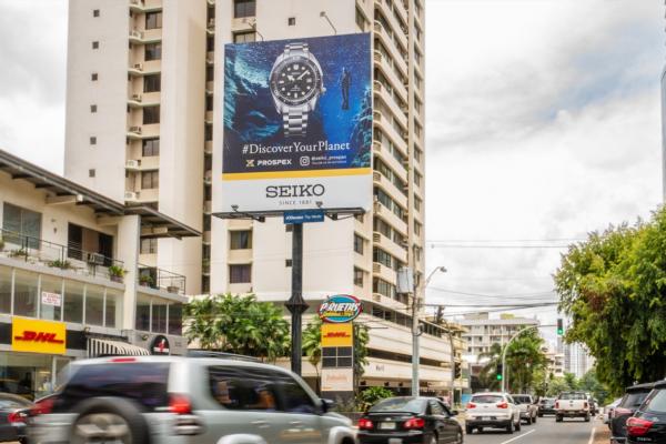 Exposición en vallas publicitarias verticales en la Ciudad de Panamá.