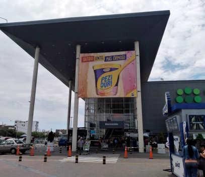 Banderola en el centro comercial Open La Marina para el cliente Donofrio